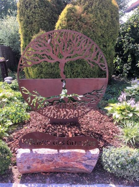 Lebensbaum aus Cortenblech mit Beschreibung