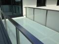 Terrasse aus Edelstahl und Glas
